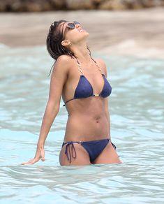 Возбуждающее тело Джессики Альба в бикини на Карибских островах фото #27