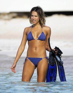 Возбуждающее тело Джессики Альба в бикини на Карибских островах фото #33
