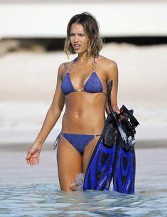 Возбуждающее тело Джессики Альба в бикини на Карибских островах фото #34