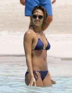 Возбуждающее тело Джессики Альба в бикини на Карибских островах фото #37