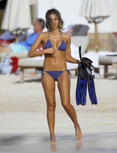 Возбуждающее тело Джессики Альба в бикини на Карибских островах фото #41