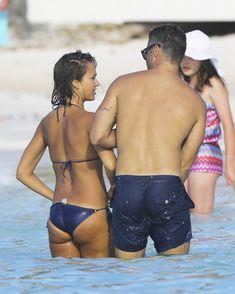 Возбуждающее тело Джессики Альба в бикини на Карибских островах фото #51