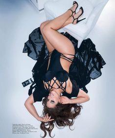 Пышногрудая Эшли Грэм в эротической фотосессии для журнала Maxim фото #5