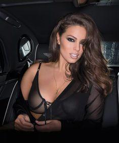 Пышногрудая Эшли Грэм в эротической фотосессии для журнала Maxim фото #6