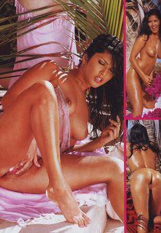 Санни Леоне показала свою дырочку в журнале Hustler Girls фото #3