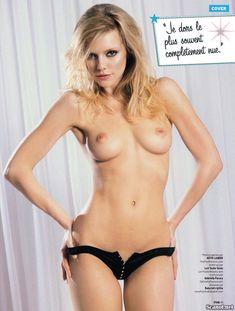 Голая грудь Элль Эванс в журнале FHM фото #6