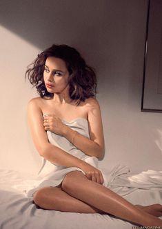 Ню фото Эмилии Кларк  в журнале XTRA фото #11