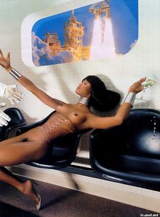 Наоми Кэмпбелл снялась голой  в журнале Playboy фото #10