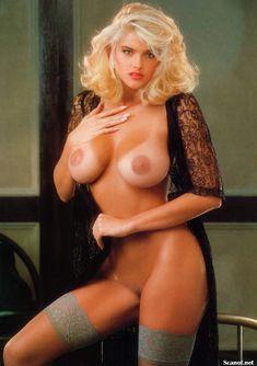 Абсолютно голая Анна Николь Смит  в журнале Playboy Hors-Serie N фото #3