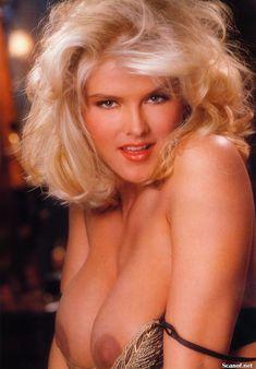 Абсолютно голая Анна Николь Смит  в журнале Playboy Hors-Serie N фото #4