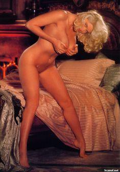 Абсолютно голая Анна Николь Смит  в журнале Playboy Hors-Serie N фото #9