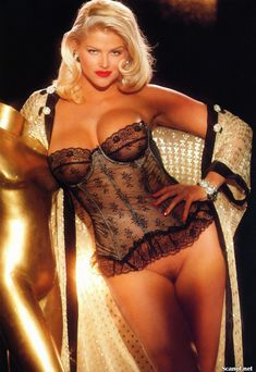 Абсолютно голая Анна Николь Смит  в журнале Playboy Hors-Serie N фото #31