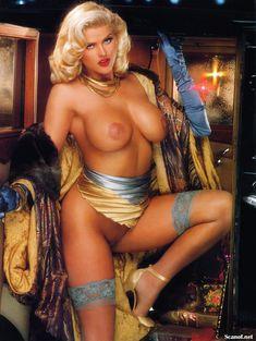 Абсолютно голая Анна Николь Смит  в журнале Playboy Hors-Serie N фото #34