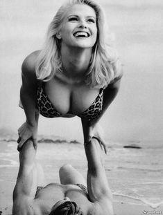 Абсолютно голая Анна Николь Смит  в журнале Playboy Hors-Serie N фото #40