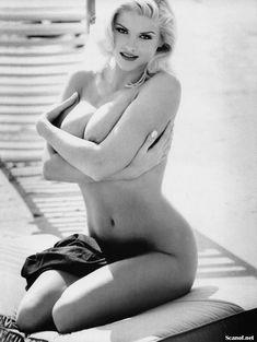 Абсолютно голая Анна Николь Смит  в журнале Playboy Hors-Serie N фото #44