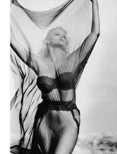 Абсолютно голая Анна Николь Смит  в журнале Playboy Hors-Serie N фото #46