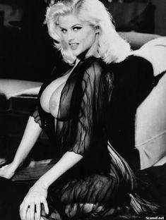 Абсолютно голая Анна Николь Смит  в журнале Playboy Hors-Serie N фото #48