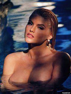Абсолютно голая Анна Николь Смит  в журнале Playboy Hors-Serie N фото #57