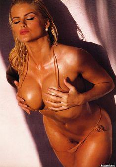 Абсолютно голая Анна Николь Смит  в журнале Playboy Hors-Serie N фото #63