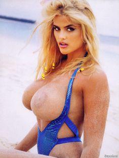 Абсолютно голая Анна Николь Смит  в журнале Playboy Hors-Serie N фото #66
