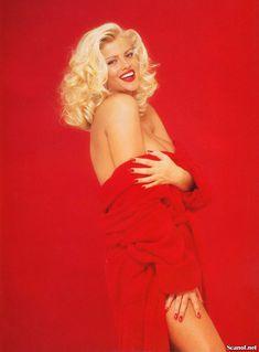 Абсолютно голая Анна Николь Смит  в журнале Playboy Hors-Serie N фото #80