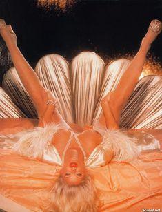 Абсолютно голая Анна Николь Смит  в журнале Playboy Hors-Serie N фото #82