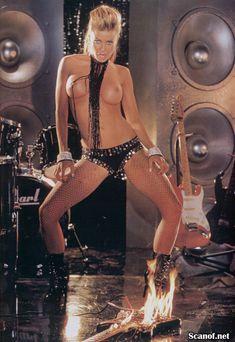 Кармен Электра оголилась в журнале Playboy фото #7