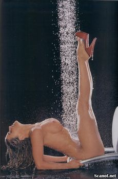 Кармен Электра оголилась в журнале Playboy фото #9