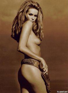 Сексуальная Эль Макферсон показала голую грудь в журнале Playboy фото #4
