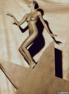 Сексуальная Эль Макферсон показала голую грудь в журнале Playboy фото #9
