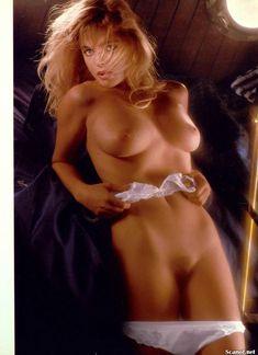 Эрика Элениак разделась  в журнале Playboy фото #5