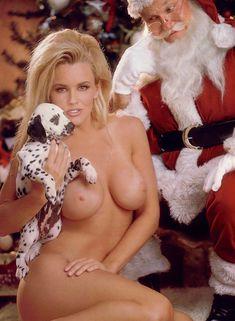 Обнаженная Дженни Маккарти с Дедом Морозом  в журнале Playboy фото #7