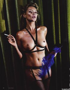 Голая грудь Кейт Мосс в журнале Playboy фото #3