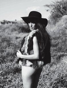 Шикарная Луиза Мораес снялась голой в журнале Revista Status фото #14
