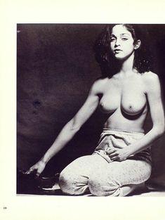 Оюнаженная Мадонна  в журнале Playboy фото #14