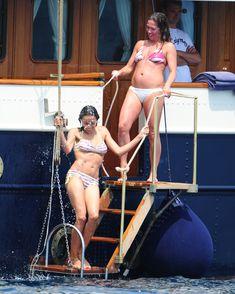 Розарио Доусон в бикини отдыхает на яхте в Каннах фото #1