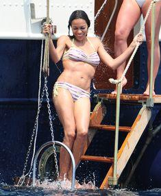 Розарио Доусон в бикини отдыхает на яхте в Каннах фото #4