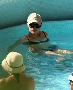 Задница Розарио Доусон в черном купальнике фото #1