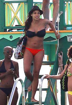 Розарио Доусон на пляже в Барбадос фото #10