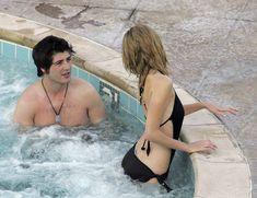 Секси Миша Бартон в купальнике в отеле Bacara Resort & Spa фото #6