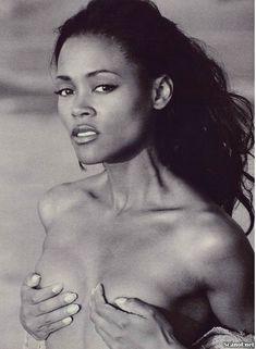 Абсолютно голая Робин Гивенс снялась в журнале Playboy фото #1