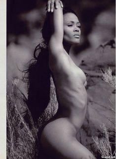 Абсолютно голая Робин Гивенс снялась в журнале Playboy фото #6