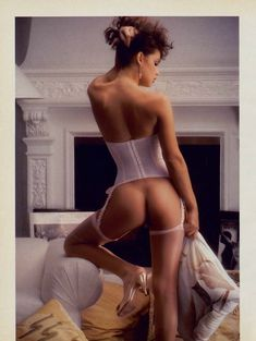 Полностью голая Тери Вейгель снялась в журнале Playboy фото #3
