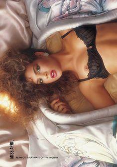 Полностью голая Тери Вейгель снялась в журнале Playboy фото #8