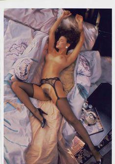 Полностью голая Тери Вейгель снялась в журнале Playboy фото #11