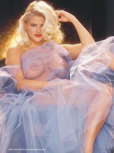 Раздетая Анна Николь Смит  в журнале Playboy фото #9