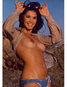 Сочная голая грудь Барби Бентон на фото в журнале Playboy фото #6