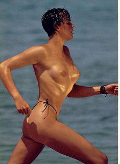 Голая грудь Бриджит Нильсен на сочных кадрах в журнале Playboy фото #3