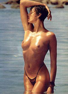 Голая грудь Бриджит Нильсен на сочных кадрах в журнале Playboy фото #6