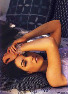 Красотка Карли Поуп демонстрирует сексуальную фигуру в журнале Die Girls Von FHM Summer фото #1